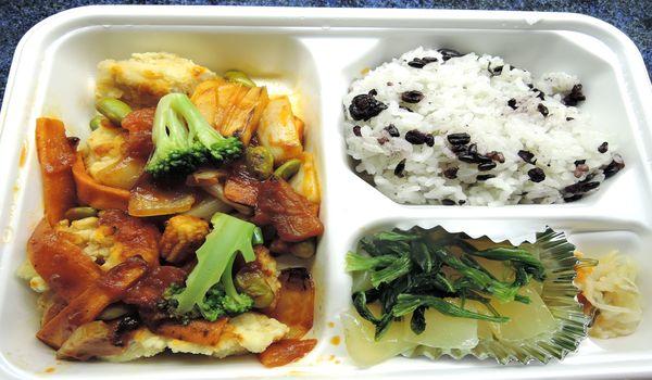 タニタ弁当(チキンと野菜のトマトソース)