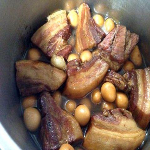 うずら卵と豚の角煮